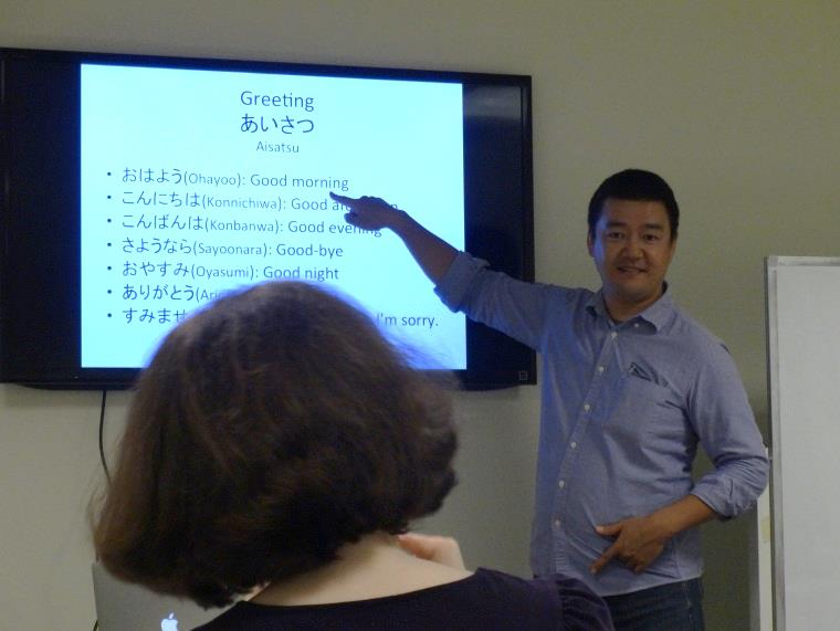 Kawaguchi-san teaches his class how to greet others in both Japanese and JSL. Image: Juliane Doscher, Japan-America Society of Washington DC