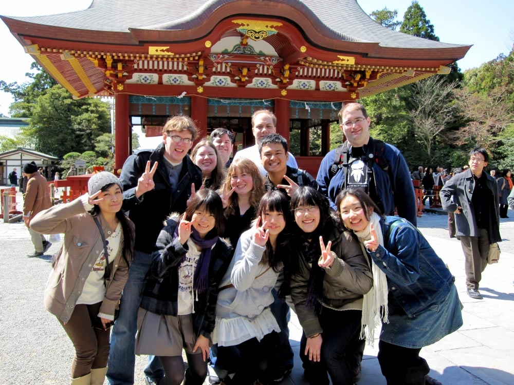 tourists%20in%20japan 6 Benefits of Traveling On a Group Tour